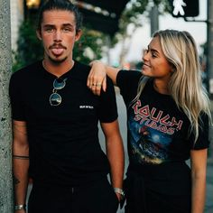 Couple Photoshoot Poses, Couple Photography Poses, Couple Shoot, Fit Couples Pictures, Couple Pictures, Boy And Girl Best Friends, Guy Friends, Hipster Couple, Look 2018