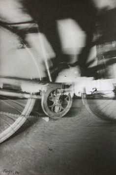 MO YI, Dancing Streets No. 13, 1998, black-and-white gelatin silver print, 50.8 × 61 cm