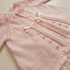 Brazilian Crochet And Handicraft Shrug Knitting Pattern, Baby Knitting Patterns, Knitting Stitches, Pinterest Crochet, Baby Girl Jumpsuit, Diy Crafts Knitting, Crochet Summer Dresses, Baby Girl Patterns, Knitted Baby Cardigan