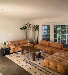 Earthy Living Room, Home Living Room, Living Room Decor, Home Furniture, Furniture Design, Studio Room, Modern House Design, Decor Interior Design, Foto E Video