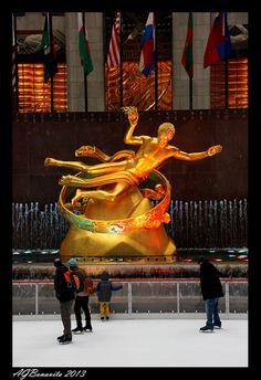 Prometheus Statue at Rockefeller Center, NYCCopyright: Andre Bonavita