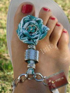 dyi ojotas Crochet Flip Flops, Fashion Slippers, Cute Woman, Footwear, Bracelets, How To Wear, Crafts, Jewelry, Ideas