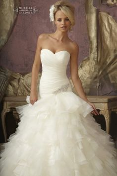 Gorgeous wedding dress. not sure if i like the bottom though