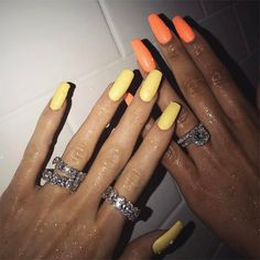 OBSESSED with Kylie Jenner's nails! See more of Kylie Jenner's best nail looks (plus… Uñas Kylie Jenner, Ongles Kylie Jenner, Kylie Jenner Nails, Khloe Kardashian Nails, Acrylic Nails Coffin Kylie Jenner, Kylie Jenner Jewelry, Neon Acrylic Nails, Hair And Nails, My Nails