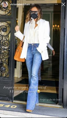 White Blazer Outfits, Victoria Beckham Outfits, Comfortable Outfits, Street Chic, Minimalist Fashion, Bell Bottom Jeans, Going Out, Celebs, My Style
