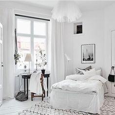 White bedroom --> Interior Pinterest: @FlorrieMorrie00 Instagram: @flxxr_