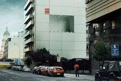 Diese coole Ambient Marketing Aktion wurde von LEGO in Chile umgesetzt. Eine riesige Werbefläche wurde dazu auf einem Wohnhaus angebracht. Die Folie wurde e
