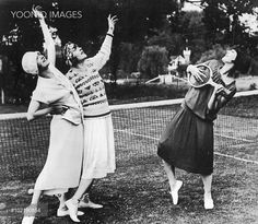 The Dolly Sisters and Pearl White, location unknown, 1920s - YOONIQ Images - Stock photos, Illustrations & Video footage