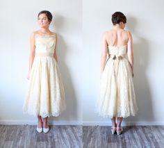Vintage lace tea length wedding dress // scalloped lace dress // 50's wedding dress // full skirt wedding dress // XS wedding dress madmen by BeigeVintageCo on Etsy
