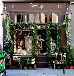 Vertige is a beautiful small florist shop in the rue de Sévigné in Paris' Marais quarter.