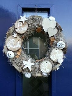 WINTER WREATH, made with straw wreath, slices of wood, bells, wooden hearts and stars,dried gray moss. Our names are painted on slices of wood and so we have nameplate for our front door.  WINTERKRANS, gemaakt met een stroo krans, plakjes hout, houten hartjes en sterren, grijs gedroogd mos en onze namen op plakjes hout geschilderd. Is tevens ons naambordje