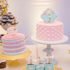 Muita delicadeza nos bolinhos para essa festa linda com o tema Chuva de Amor ☁ By @joliepatisserienatal . #festejandoemcasa #arcoirisfestejandoemcasa #festachuvadeamor #festachuvadebencaos