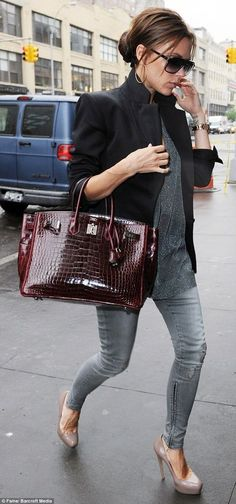 Victoria Beckham wearing Birkin Hermes #SOPHIA #SophiaHandbags www.sophia.pt