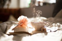 Want to stay energetic throughout the day? Having morning ritual is your solution. Learn these 7 easy morning rituals and boost your day's productivity and awesomeness. Chakra 2, Fatiga Adrenal, Rheumatische Arthritis, Morning Ritual, Journal Prompts, Journal Ideas, Journal Themes, Journal Inspiration, Room Inspiration