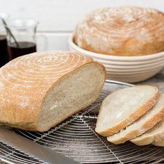 Ett härligt bondbröd i jäskorg. Swedish Bread, Swedish Recipes, No Bake Desserts, Coffee Cake, Bread Baking, Sandwiches, Sweets, Ravelry, Mini