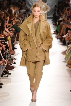 Max mara spring 2019 ready-to-wear collection - vogue couture fashion, runway Fashion 2018, Fashion Week, New Fashion, Runway Fashion, Fashion Outfits, Milan Fashion, Fashion Brands, Max Mara, Fashion For Petite Women