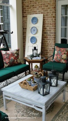 Welcome to our southern screened porch tour! Please stop by to see how I decorated our screened porch using vintage, thrift and consignment porch furniture. Outdoor Rooms, Outdoor Living, Outdoor Decor, Jardin Decor, Porch Furniture, Southern Homes, Back Patio, Do It Yourself Home, Porch Decorating