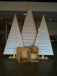 DIY Christmas Trees Using Simple Free Materials Like Paper Or Pallets 32 Christmas Stage Design, Church Christmas Decorations, Church Stage Design, Stage Decorations, Church Foyer, Church Lobby, Pallet Christmas Tree, Christmas Trees, Christmas Lights