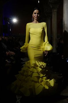 Se abre la temporada de moda flamenca 2020: todas las fotos del desfile de Lina 1960 One Shoulder, Formal Dresses, Fashion, Flamenco Dresses, Pageant Headshots, Seasons, Dresses For Formal, Moda, Fashion Styles