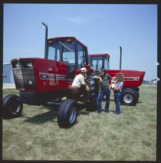 High Tech in Dark Times Chevy Trucks Older, Old Ford Trucks, Lifted Chevy Trucks, Pickup Trucks, Big Tractors, Farmall Tractors, Vintage Tractors, International Tractors, International Harvester