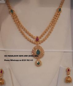 Check Out These Small (& Stunning) Gold Necklace Designs small gold necklace designs Gold Mangalsutra Designs, Gold Jewellery Design, Designer Jewelry, Gold Haram Designs, Jhumka Designs, Gold Designs, Mehndi Designs, Gold Jewelry Simple, Textiles
