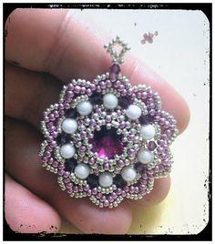 In questo video vi mostro come realizzare un paio di orecchini con perline perle bicono.