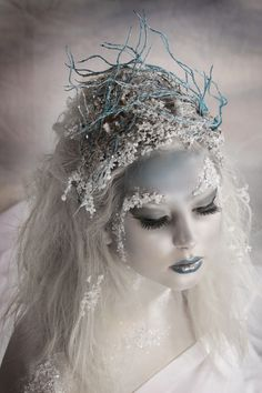 Snow Queen makeup for Halloween Fantasy Make Up, Fantasy Hair, Winter Schnee, Fx Makeup, Makeup Ideas, Ghost Makeup, Alien Makeup, Witch Makeup, Makeup Inspo