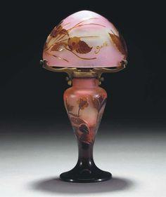 A CAMEO GLASS TABLE LAMP -  GALLÉ