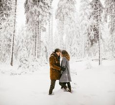 Kevin Klein is back in Germany's Harz Forest for Nicky and Biggy's snowy engagement session, and the results are full of cozy goodness!