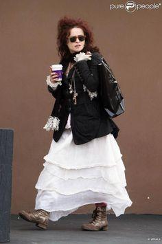 Helena Bonham Carter va déjeuner à Malibu. 18/02/2010