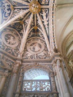 Decoraciñin de yeserias de la capilla de los Reyes o de San Pedro. Catedral de San Antolin.
