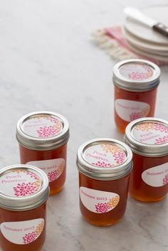 Pretty labels for all your summer canning. Customize your preserve labels using these free printables from Avery. #canning
