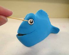 How to make a Finding Dory cake topper • CakeJournal.com Fondant Cake Toppers, Fondant Cakes, Finding Nemo, Finding Dory Cakes, Black Fondant, Edible Glue, Cut Out Shapes, Tutorials, Figurine