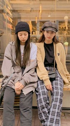 Jisoo and Jennie Kpop Outfits, Korean Outfits, Casual Outfits, Cute Outfits, Blackpink Fashion, Korean Fashion, Fashion Outfits, Korean Airport Fashion, Black Pink ジス