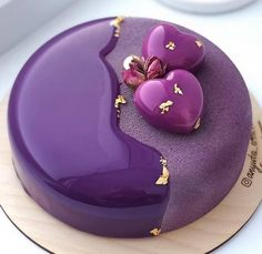 Blueberry Chocolate Mousse Entremet by Chef 🔥🔥🔥 Pretty Cakes, Cute Cakes, Beautiful Cakes, Amazing Cakes, Blueberry Chocolate, Blueberry Cake, Chocolate Pastry, Indian Cake, Mirror Glaze Cake