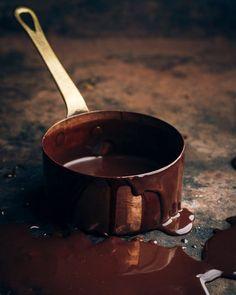 Сырой шоколад своими руками: три рецепта | My Handbook Food Photography Styling, Food Styling, Soul Food, Caramel, Vegan, Tableware, Sweet, Recipes, Board