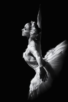 I want to go to the ballet swan lake. Dance Images, Dance Photos, Dance Pictures, Ballet Art, Ballet Dancers, Ballerinas, Dance Art, Pole Dance, Dance Movement