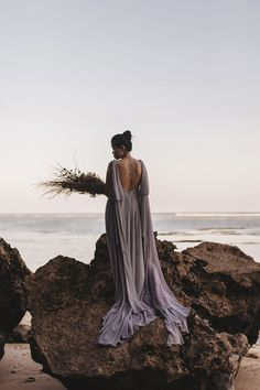 The Wedding Notebook January 2019 - Fall Wedding Themes, Ideas & Inspiration - Fall Wedding Bridesmaids, Fall Bridesmaid Dresses, Fall Wedding Dresses, Wedding Flowers, Wedding Photography Poses, Wedding Photography Inspiration, Wedding Inspiration, May Weddings, Spring Weddings