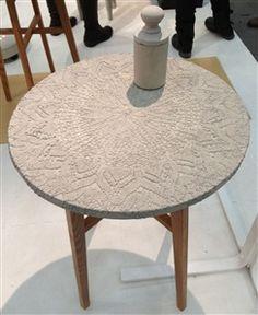 Tove Adman gör vackra spetsbord i betong.