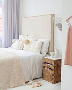 Hoofdbord mooi voor achter het bed, rust. Bestel extra stof bij de leverancier waar je het bed koopt en laat het maken