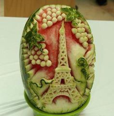 Eine Extrem Schwere Food Art Arbeit mit dem Eiffelturm die aber wirklich gut gelungen ist