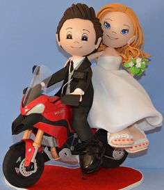 Buenísimos días amigos :) Aquí os traemos a esta preciosa pareja de boda, que ha llegado al altar montada en dos ruedas =D Que os parece..os gusta? Esperamos que si, y de paso os deseamos un feliz martes! ;)