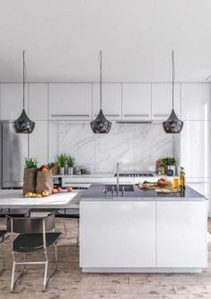White kitchen with marble backsplash is a gorgeous backdrop for open plan living. Check out this home tour for small apartment inspiration. Open Plan Kitchen, Diy Kitchen, Kitchen Decor, Space Kitchen, Kitchen Ideas, Hgtv Kitchens, Before After Kitchen, White Marble Kitchen, Cuisines Design