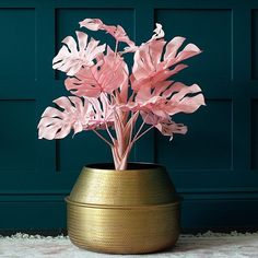 A fabulous Pink Faux Monstera Potted Plant, to add a touch of the unexpected to your home. A contemporary and fun update to the trend for monstera potted plants, but being faux, you don't have any of the hassle of watering! Fake Plants Decor, Faux Plants, Plant Decor, Potted Plants, Kitsch, Cheese Plant, Boutique Decor, Pink Plant, Paper Leaves