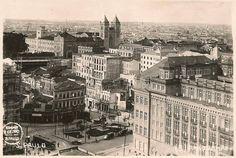 Anhangabaú - à direita o prédio da Delegacia Fiscal; no centro em baixo a Praça e o monumento a Giuseppe Verdi; à esquerda, em obras, o prédio dos Correios inaugurado em outubro de 1922. No centro, ao alto, as torres da Igreja de São Bento.