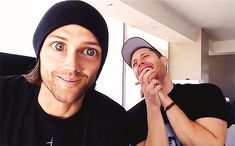 Animated gif discovered by ❀. Find images and videos about cute, gif and supernatural on We Heart It - the app to get lost in what you love. Winchester Boys, Winchester Brothers, Dean Winchester Gif, Supernatural Fans, Jared Padalecki, Memes Gifs, Jensen And Misha, Wattpad, Destiel