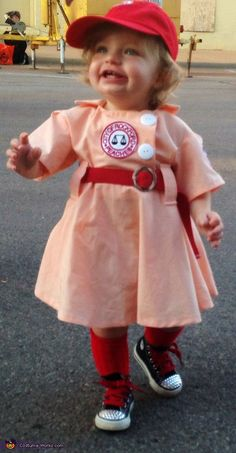 A League of Their Own Baby Costume - Halloween Costume Contest via Primer Halloween, Halloween Bebes, Baby Girl Halloween Costumes, Halloween Costume Contest, Cute Costumes, Baby Costumes, Family Halloween, Halloween Fun, Costume Ideas