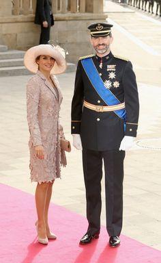 Pin for Later: Die besten Gründe, sich in Spaniens neues Königspaar zu verlieben  Im Oktober 2012, kamen Letizia und Felipe zur Hochzeit von Prinzessin Stephanie und Prinz Guillaume von Luxembourg.