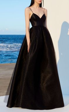Alex Perry resort 2019 - Vogue Australia We share the most beautiful and new dress patterns for you. Prom Dress Black, Strapless Dress Formal, Long Dress Formal Elegant, Black Gown Long, Wedding Dress Black, Fancy Black Dress, Elegant Gowns, Grad Dresses, Long Dresses