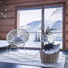 Christmas is on its way. And when the first snow touches the earth, we can smell that Christmas is near. Scandinavian Christmas Decorations, Easy Christmas Decorations, Simple Christmas, Christmas Ideas, First Snow, Small Plants, Black And White Colour, Nordic Style, Hanging Chair